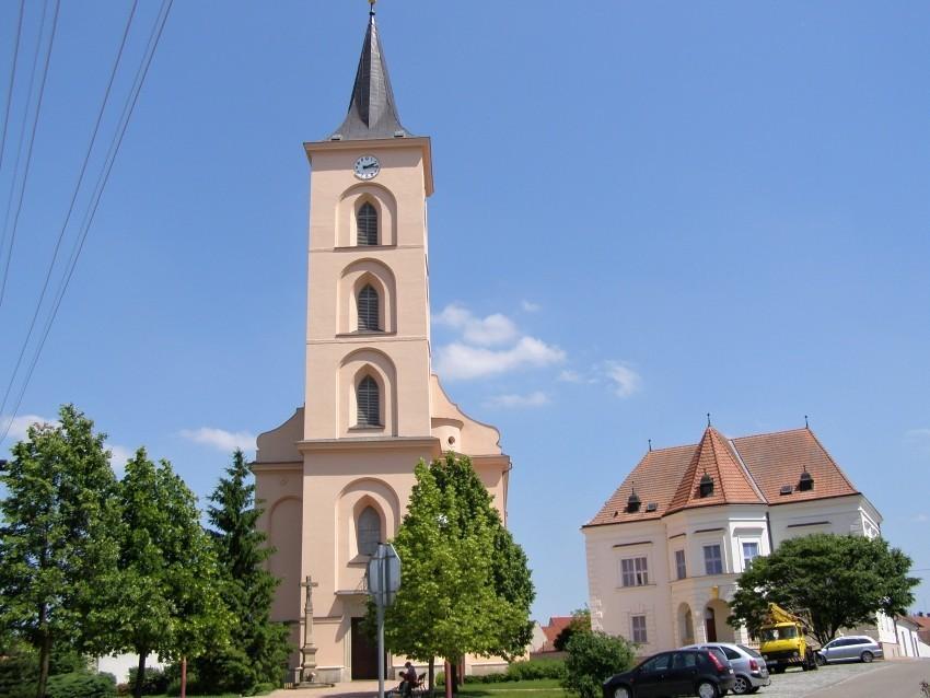 Kostel a fara